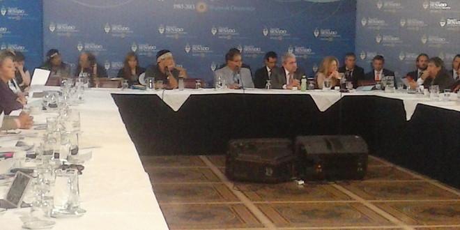Acuerdo con Repsol: Pichetto salió al cruce de un representante Mapuche y abandonó el debate