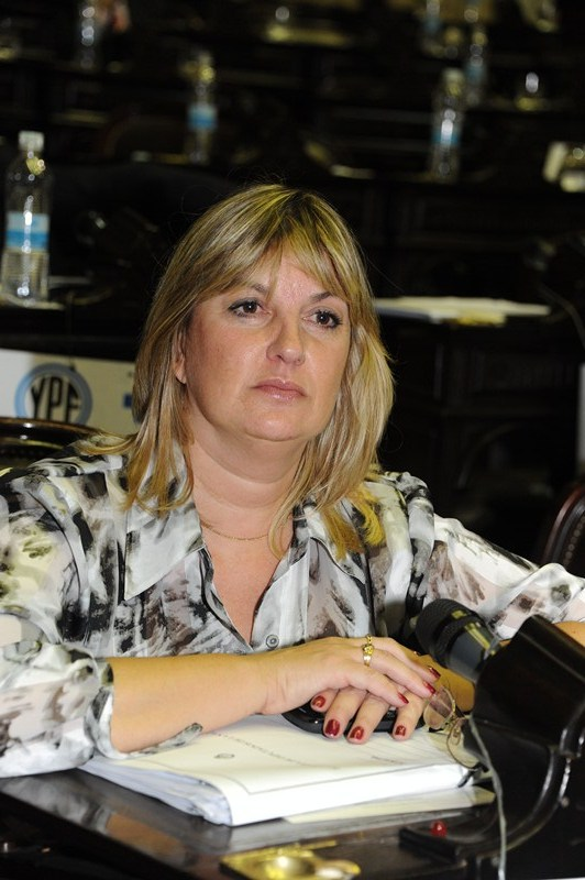 Defensa del Consumidor convocó a las autoridades de YPF, Enargas y Enarsa para analizar la denuncia por sobreprecios