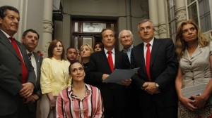 La oposición se juntó para la firma del documento