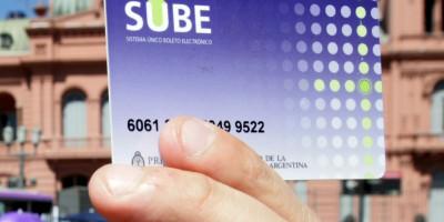 Largas colas para conseguir la tarjeta SUBE en plaza de Mayo  FOTO  SANTIAGO FILIPUZZI 25_01_12