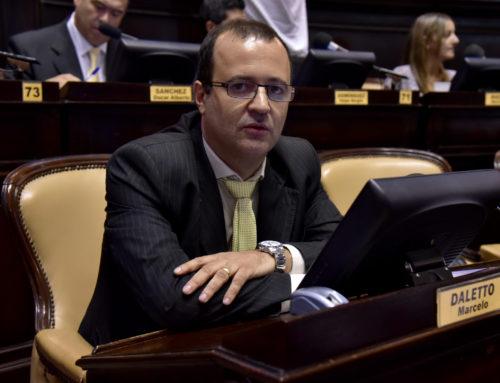 Daletto propuso regular la exposición de golosinas en supermercados para prevenir la obesidad infantil