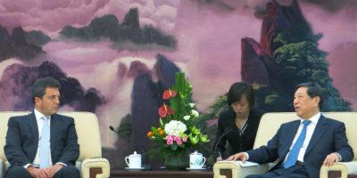 Massa junto a Zhang Ping, Vice Presidente del Comité Permanente de la Asamblea Popular Nacional