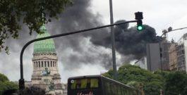Impresionante incendio en el anexo del Congreso