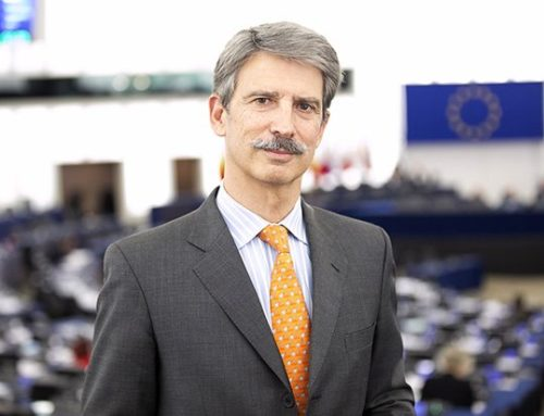 Distinguen a diputado del parlamento europeo