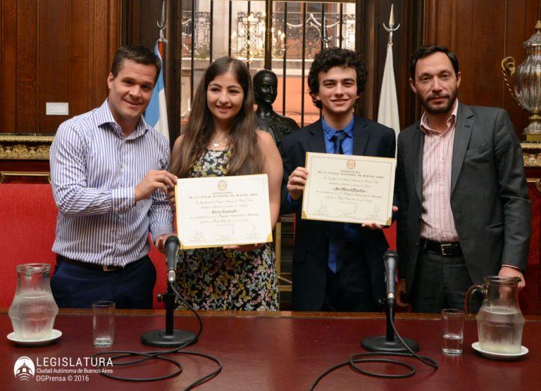 Diego Marías distinguió al campeón de Olimpíadas de matemáticas