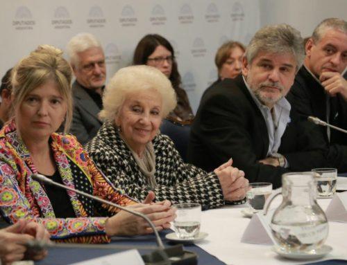 Por pedido de Filmus, las Abuelas de Plaza de Mayo son candidatas al Nobel de la paz