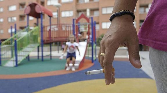 Promueven que no pueda fumarse en espacios públicos abiertos