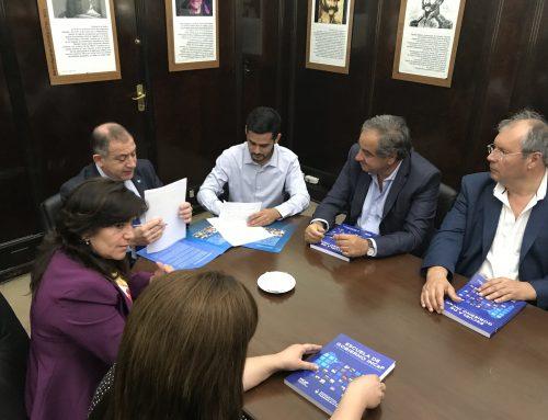 Senadores acompañan convenio para capacitar dirigentes políticos y sociales