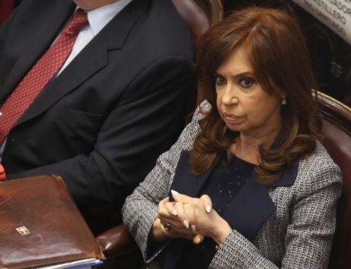 Por Twitter, CFK anunció su regreso y mostró el certificado médico de su hija