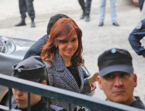 Senadora CFK enfrenta su primer juicio oral y público: «Se trata de una persecusión de este Gobierno (el de Macri)»