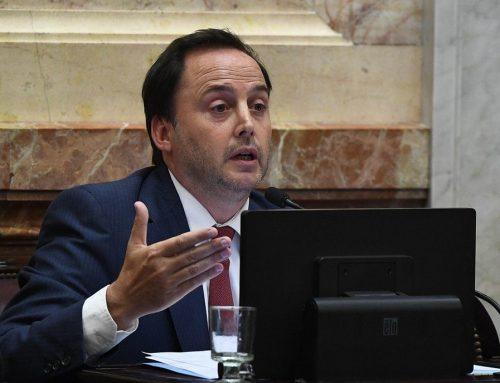 Senador Mera insiste en el proyecto de traspaso de mando ante una «eventual transición»