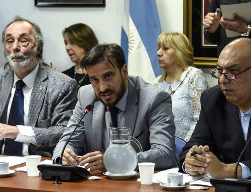 Diputados oficialistas reciben firmas para pedir que se trate el proyecto de 'ficha limpia'