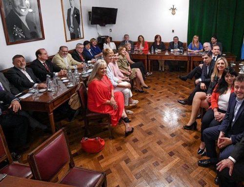 Cristina reunida con los senadores de su bloque (Video)