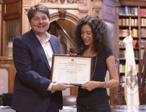 Distinguen a la periodista y escritora Leila Guerriero