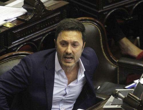 Petri al presidente: «Sueña con una oposición complaciente y un periodismo amordazado»